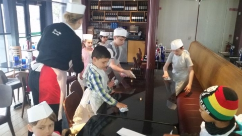 Pizza Making in Milanos